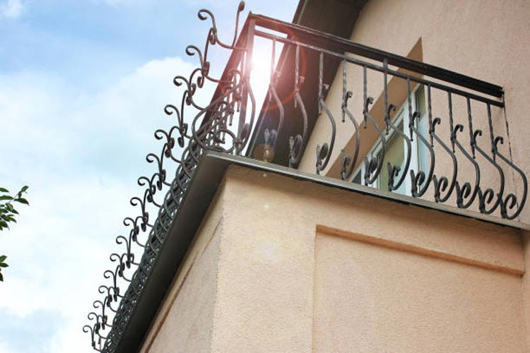 5 Tips for Choosing Your Exterior Wrought Iron Railing